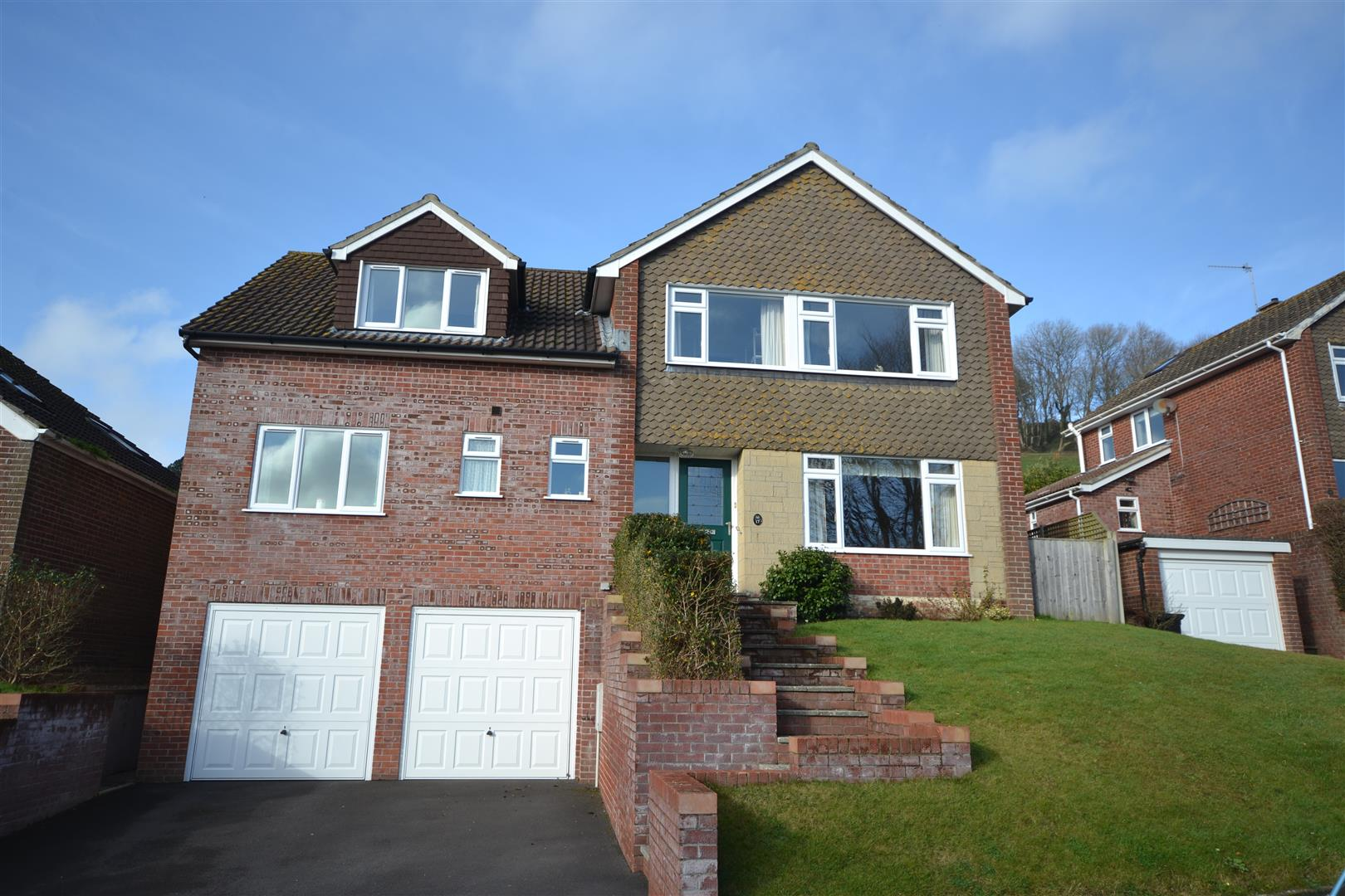 4 Bedrooms Detached House for sale in St. Katherines Avenue, Bridport